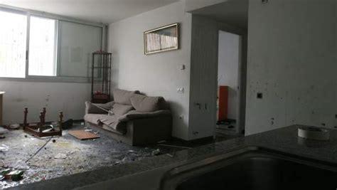pisos protecci n oficial barcelona familias de okupas destrozan varios pisos sociales antes