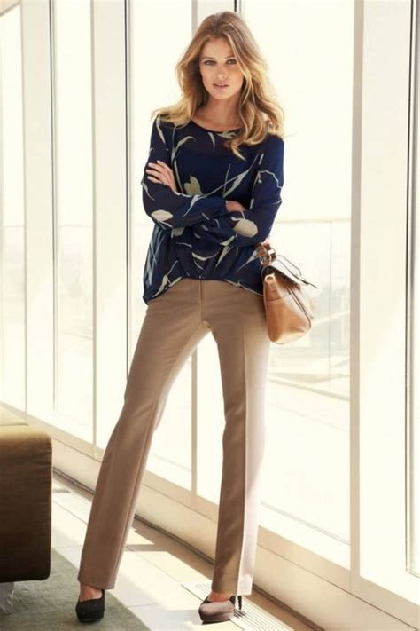 women khaki pant outfits  ways girls  wear khaki pants