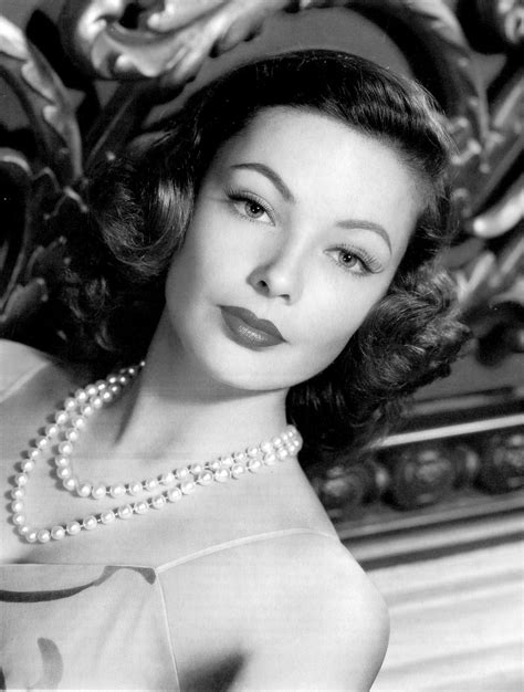 Lisa Papineau: Actresses with pearls jewelry (3)