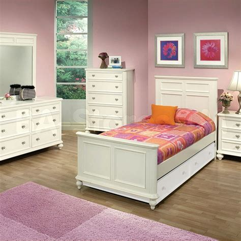 White And Wood Bedroom Furniture by Solid Wood White Bedroom Furniture