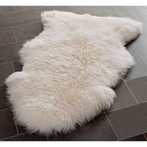 Large Fur Rugs by 25 Best Ideas About Large Sheepskin Rug On