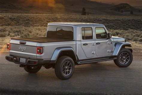 jeep gladiator pick  truck revealed pictures