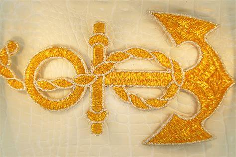 gold applique sparkling gold silver metallic rope anchor design iron on