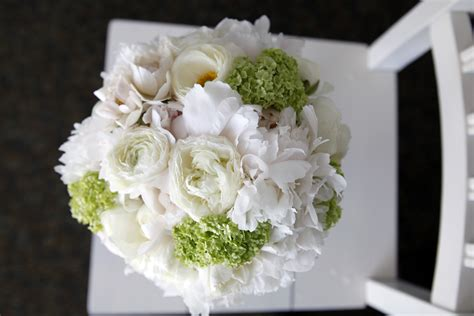 best flowers for weddings show as slideshow