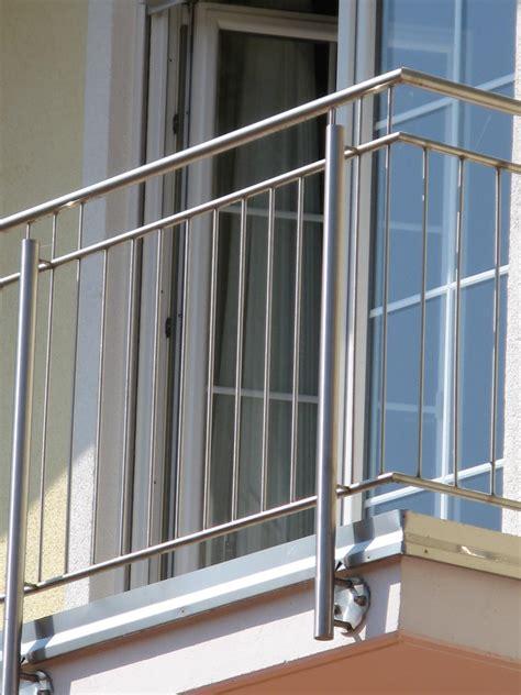 Balkongeländer Aus Metall by Balkongel 228 Nder Aus Edelstahl Aluminium Und Glas