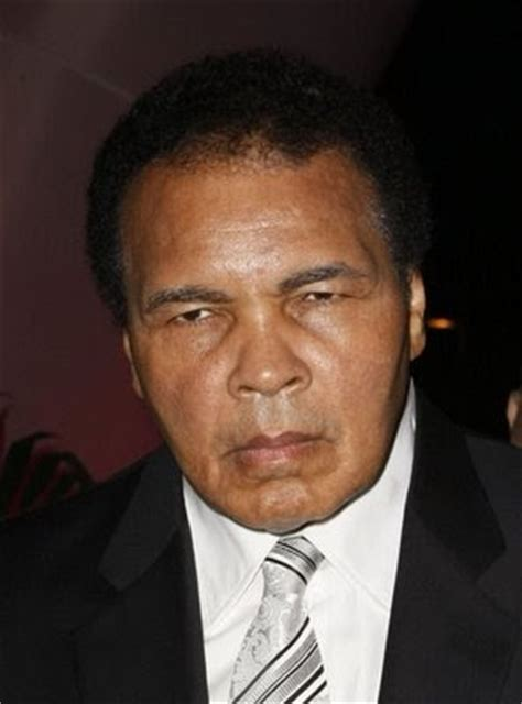 muhammad ali autobiography childhood pictures boxer muhammad ali mini biography and
