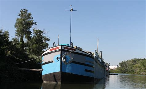 dream lover boat and breakfast sleep on a boat 6 incredible floating b bs bed and