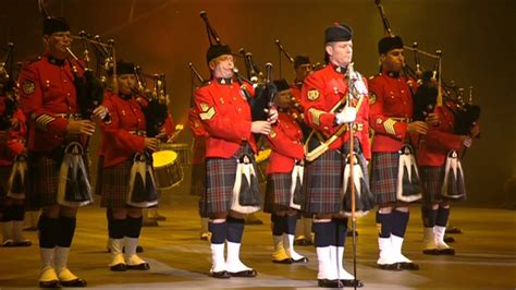 tattoo quebec 2012 rcmp pipes corps at the quebec tattoo 2012 grc corps de