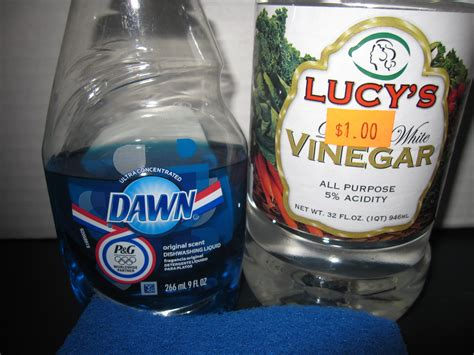 vinegar bathtub cleaner bathroom soap scum cleaning tip that works like magic