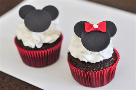 Branded H 300810 Mickey Mouse minnie and mickey cupcakes all because two fell