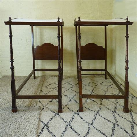 matching twin beds matching pair of twin four poster beds w4p4 at 1stdibs