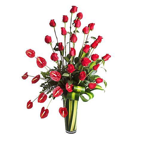 floreros en falabella arreglo de rosas rojas y anturios en florero de vidrio