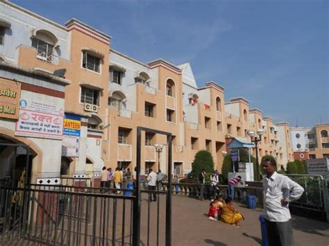 sai ashram room booking the new bhakt nivas building picture of new bhakta niwas shirdi tripadvisor