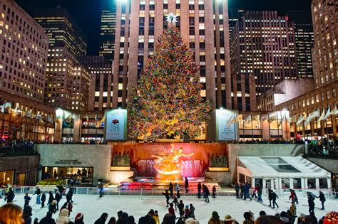 big christmas tree in new york city sparkling in new york city in 2014 usa places to see in your lifetime