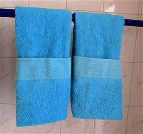 where to hang towels in small bathroom ucandostuff com how to fold bathroom hand towels with