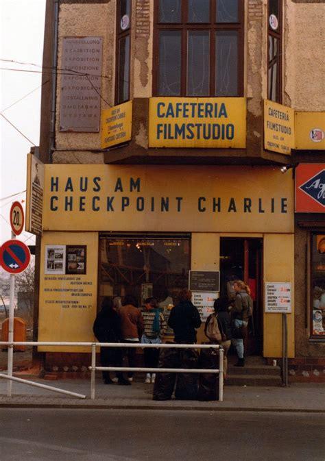 haus checkpoint haus am checkpoint in berlin aufnahme m 228 rz 1984