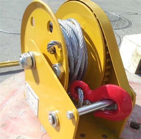 Winch 2600lbs 2017 winch with self locking lifting 2600lbs winch manual winch with 5m wire rope and