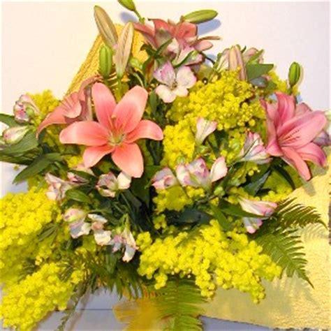 fiori e mimose festa della donna mimosa e fiori festa della donna