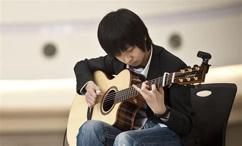 cara bermain gitar seperti sungha jung 4 tips khusus belajar gitar fingerstyle untuk pemula
