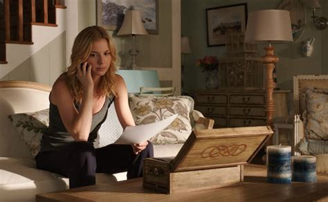 couch show emily thorne s beach house in the htons on quot revenge quot