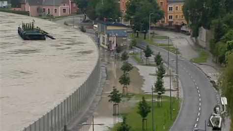 Movable Walls by The Mobile Bearing Walls For Flooding In Austria 3 06 2013
