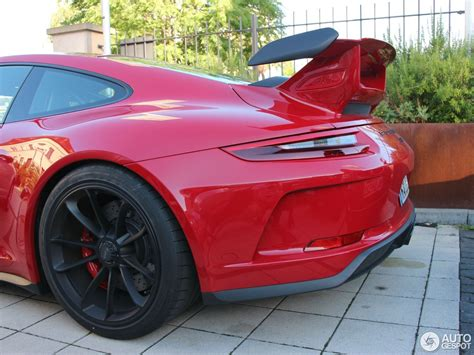 carmine red porsche pink pig 2018 porsche 911 gt3 is a tribute to legendary
