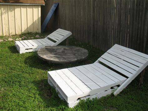 Patio Table Ideas Pallet Outdoor Furniture Practical Yet Chic Ideas