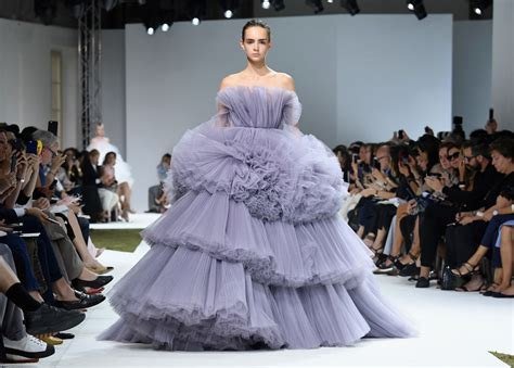 Whats New This Week At Style Couture In The City Fashion by Giambattista Valli Fall 2016 Couture Collection Tom