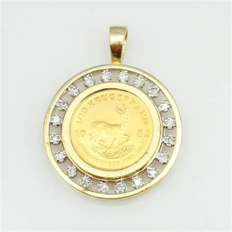 14kt gold 9g pendant with small accents and 1 10