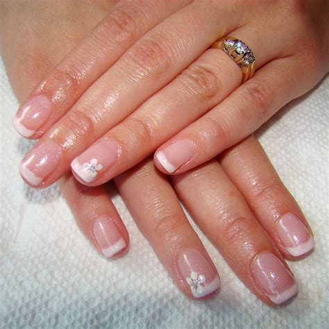 pretty nails and tea manicure using fingerpaints
