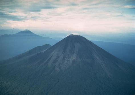 ulawun volcano papua  guinea volcano photo
