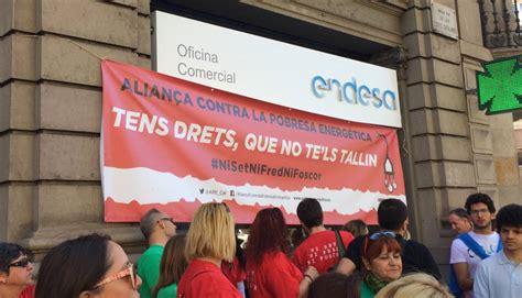oficina de endesa barcelona un centenar de activistas contra la pobreza energ 233 tica
