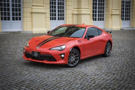 subaru brz vs scion frs vs toyota gt86 2017 subaru brz vs 2017 toyota 86 compare cars