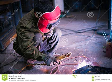Kaos Welder Metal Workers worker welding metal stock photos image 31157483
