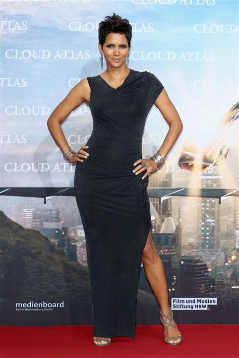Halle Berry Gets On Knees For A by 201 Best Halle Berry Chic Images On Hair Dos