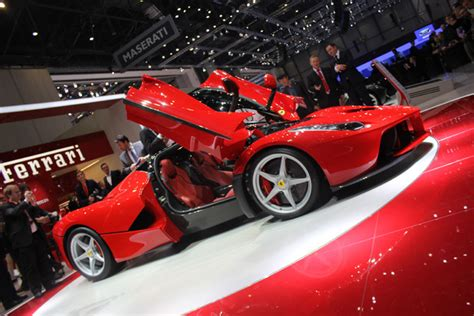 Laferrari Vs Lamborghini Veneno Mclaren P1 Vs Lamborghini Veneno Vs Laferrari A