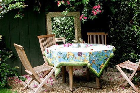 outdoor dining rooms   eating alfresco