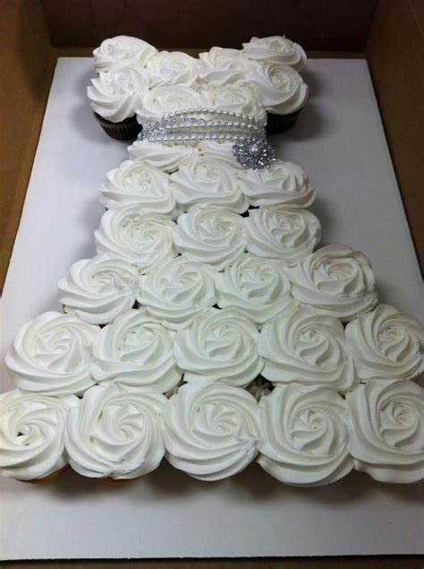 Cupcakes For Bridal Shower by Best 25 Bridal Shower Cupcakes Ideas On