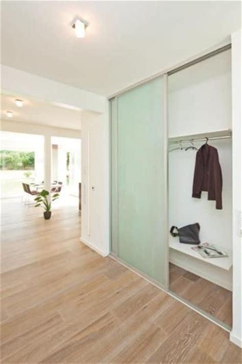flur eingang garderobe versteckte garderobe garderobe tes