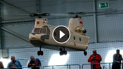 giant rc boeing ch  chinook helicopter