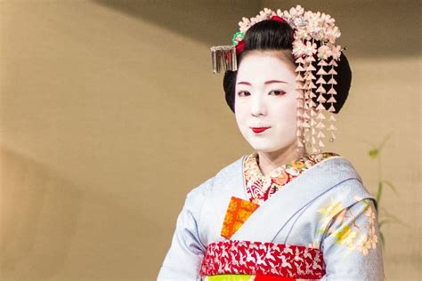 how to do geisha hairstyles what are the differences between a geisha a maiko and a