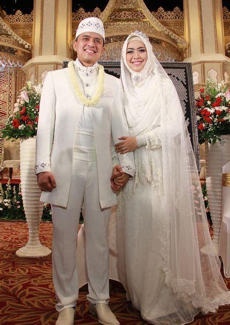 14 inspirasi gaun pengantin syar i berwarna putih til cantik dengan jilbab lebar kenapa tidak