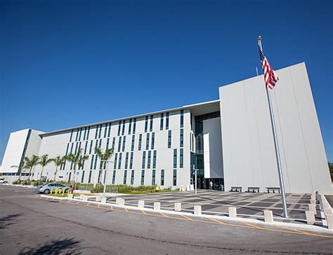 Healthcare Mba Fiu by College Of Business Showcases Its Presence In Fiu S New