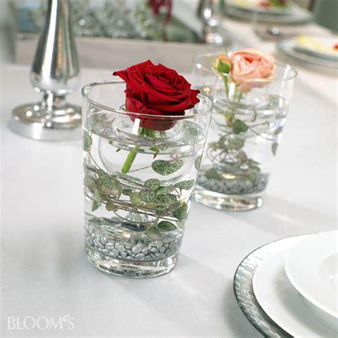 blumen dekorieren im glas tischdeko fr 252 hlingsblumen im glas nzcen
