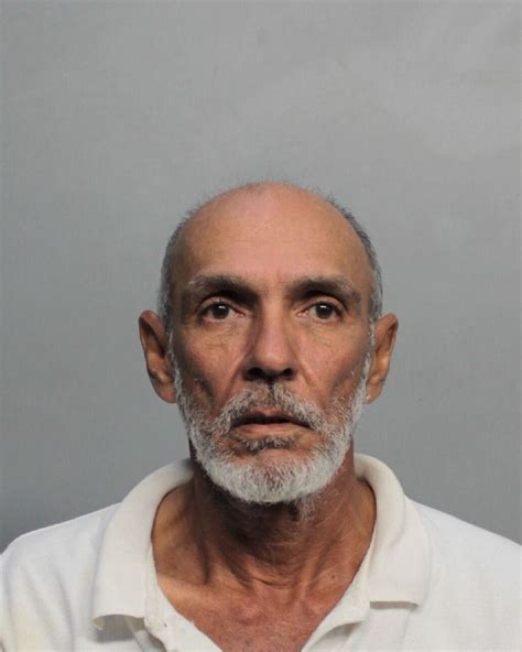 Miami Arrest Records Roberto Urquiza Inmate 170169277 Miami Dade County Pre Trial Detention Center Near