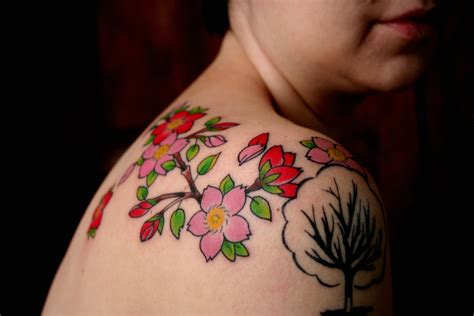 japanese cherry blossom tattoo on shoulder modern universe fashions cherry blossom tattoos