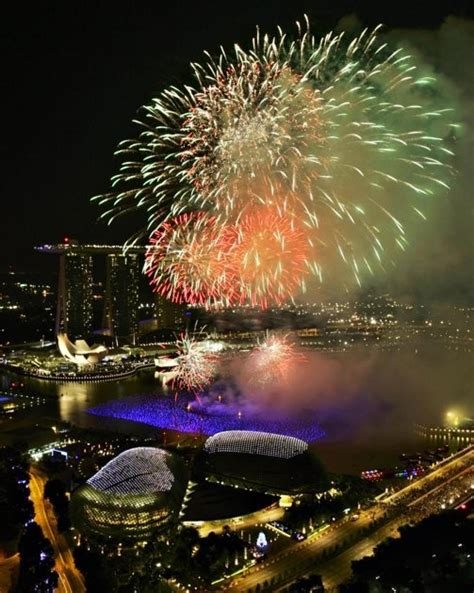 new year festivities singapore world ushers in 2012 with a photos