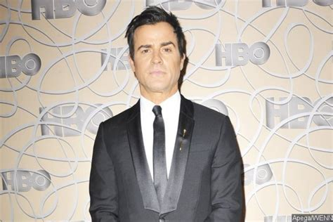justin theroux erika cardenas justin theroux spotted hanging out with 25 year old model