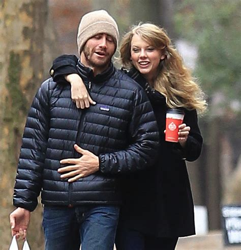 taylor swift and jake gyllenhaal scarf jake gyllenhaal talks ex taylor swift with howard stern