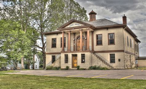 old fashioned house old fashion court house hdr creme